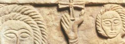 Santo Crucífero (¿Cristo?) entre Ángeles